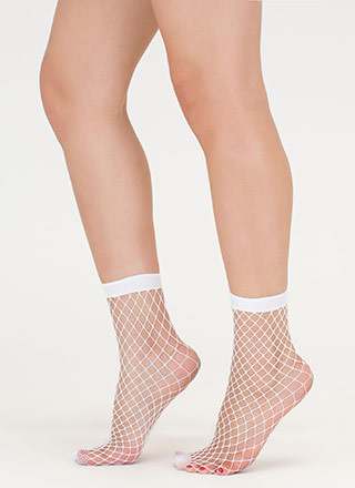 Good Catch Fishnet Ankle Socks