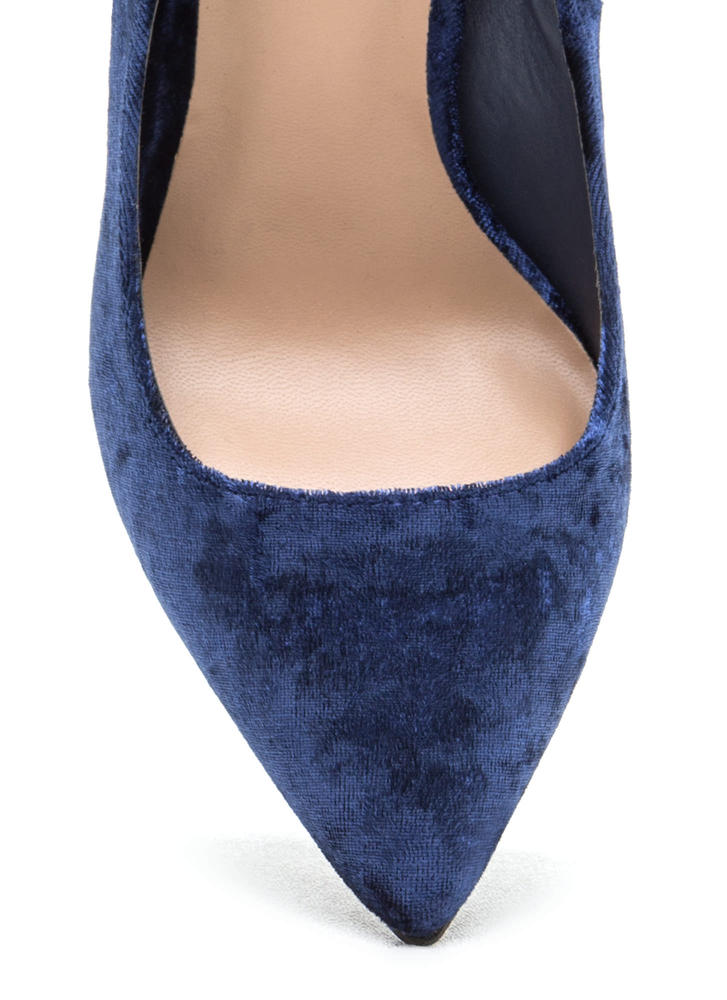 Crushing Blow Pointy Velvet Pumps NAVY