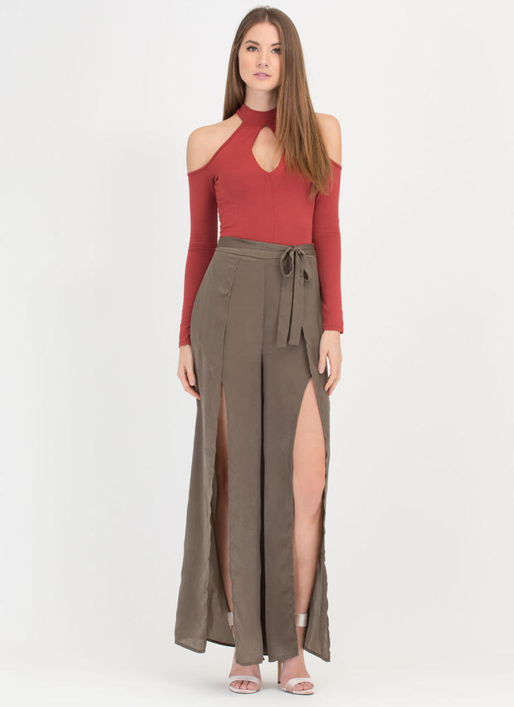 Cut To The Chase Cold-Shoulder Top RUST