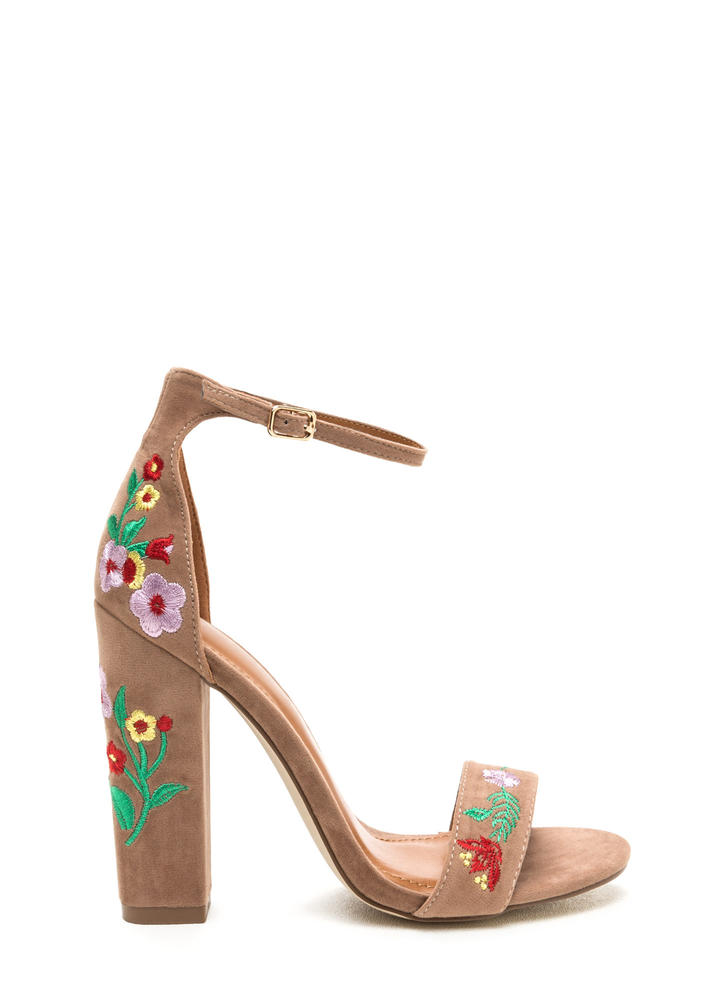 Top Flor Embroidered Chunky Heels