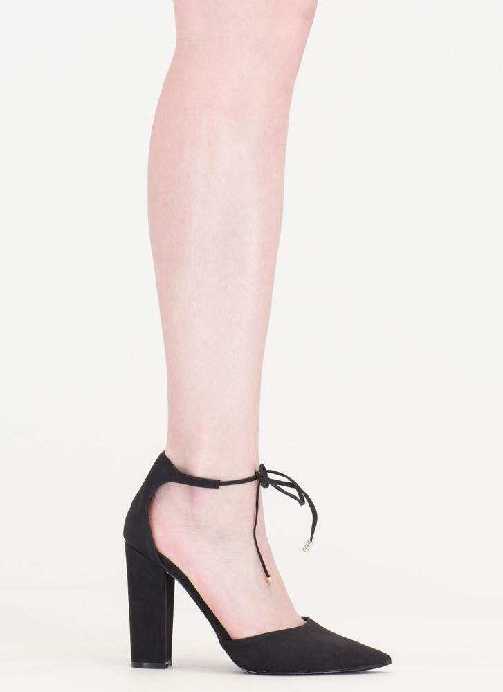 It's High Tied Chunky Pointy Heels BLACK