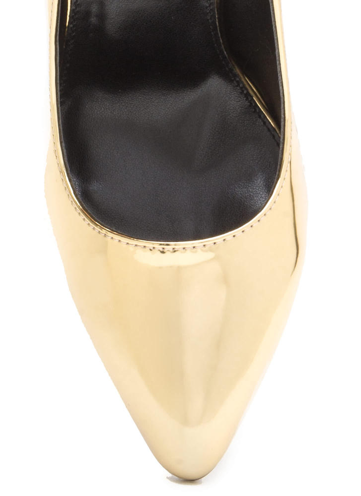 That's A Great Point Metallic Pumps GOLD
