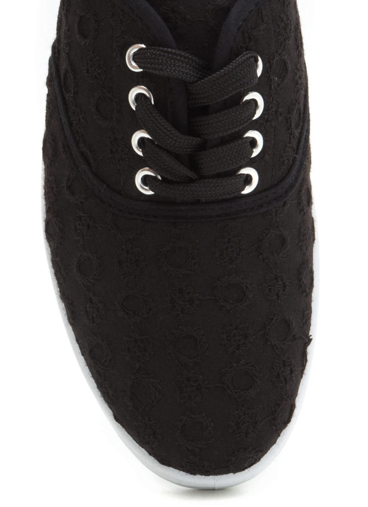 Wreath On Earth Embroidered Sneakers BLACK