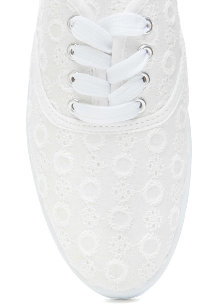 Wreath On Earth Embroidered Sneakers WHITE