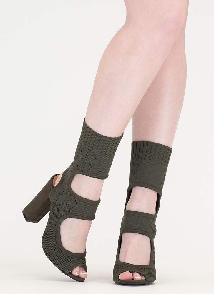 Knit Your Stride Cut-Out Chunky Booties OLIVE